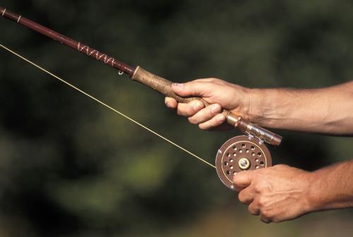 折叠钓鱼用具:钓竿、渔轮